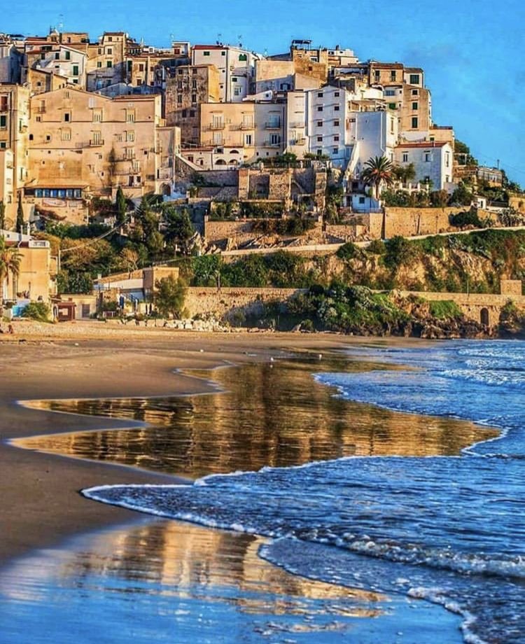 Sperlonga, one of Italy's '100 most beautiful villages' situated on the Tyrrhenian Coast