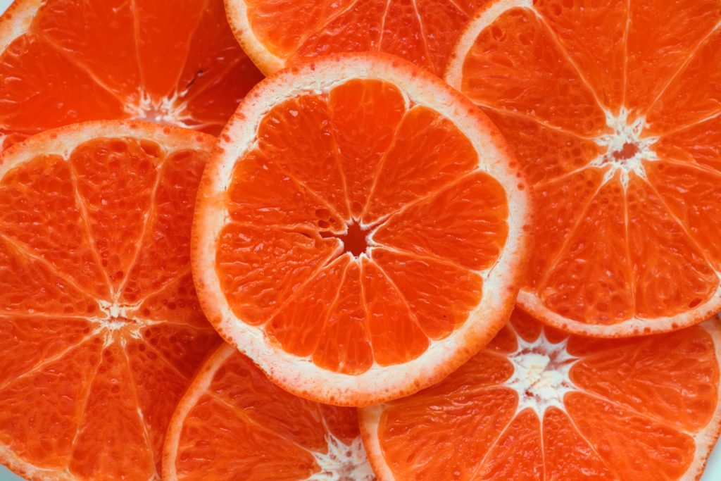 Slices of raw oranges. Picture by Rawpixel